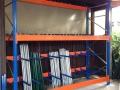 Spezial-Regal-Kombination zur aufrechten Stangen-Lagerung